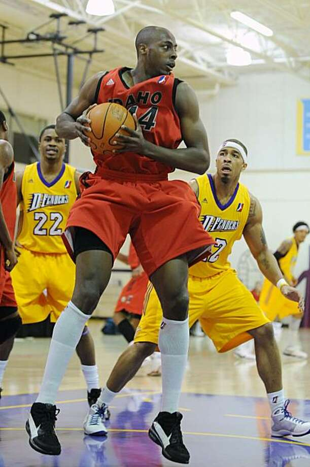 EL SEGUNDO, CA - DECEMBER 13: Anthony Tolliver #44 of the Idaho Stampede rebounds the ball against James Jackson #42 of the Los Angeles D-Fenders during a D-League game on December 13, 2009 at the Toyota Sports Center in El Segundo, California. NOTE TO USER: User expressly acknowledges and agrees that, by downloading and/or using this Photograph, user is consenting to the terms and conditions of the Getty Images License Agreement. Mandatory Copyright Notice: Copyright 2009 NBAE (Photo by Juan Ocampo/NBAE via Getty Images) Photo: Juan Ocampo, NBAE/Getty Images