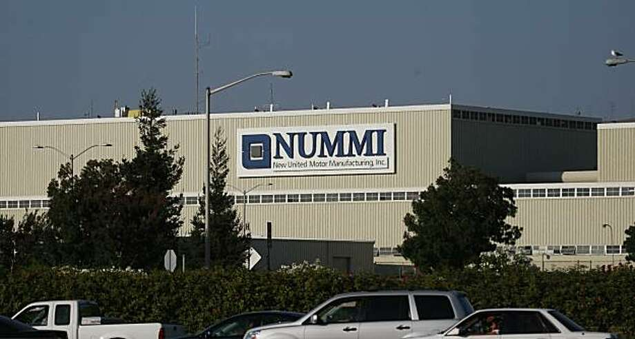 The Nummi sign on the plant in Fremont, Calif. looms above I-880 on Thursday, August 20, 2009. Photo: Lea Suzuki, The Chronicle