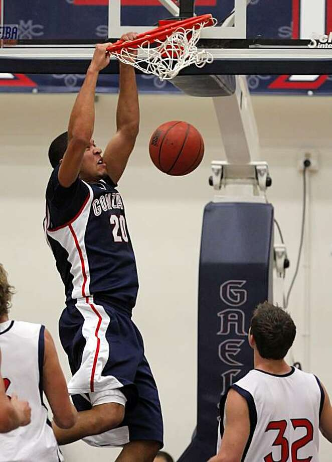 Gonzaga's Elias Harris dunks in the first half. The St. Mary's Mens Basketball team played Gonzaga at St. Mary's College in Moraga, Calif., on Thursday, January 14, 2010. Photo: Carlos Avila Gonzalez, The Chronicle