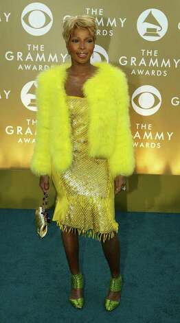 Mary J. Blige stole Big Bird's coat for the 2004 awards. Photo: ROBYN BECK, AFP/Getty Images / 2004 AFP