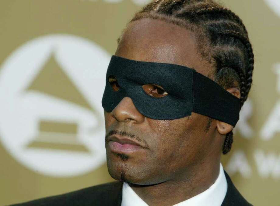 R. Kelly channeled the Hamburglar in 2004. Photo: Kevin Winter, Getty Images / 2004 Getty Images
