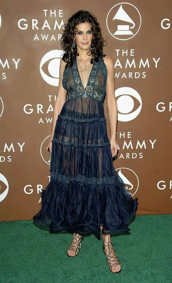 "Why was ""Desperate Housewives"" star Teri Hatcher even at the 2006 Grammys? And where was her stylist? Photo: Stephen Shugerman, Getty Images / 2006 Getty Images"