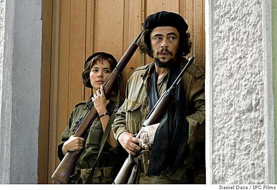 """Benicio Del Toro as Che and Catalina Sandino Moreno as Aleida Guevara in """"Che."""" Photo: Daniel Daza, IFC Films"""