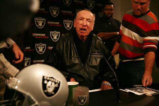Tom Cable is announced as the New Raiders head coach by the team's owner Al Davis during a press conference at Raiders Headquarters on Wednesday Feb. 4, 2009 in Alameda, Calif. Photo: Mike Kepka, The Chronicle