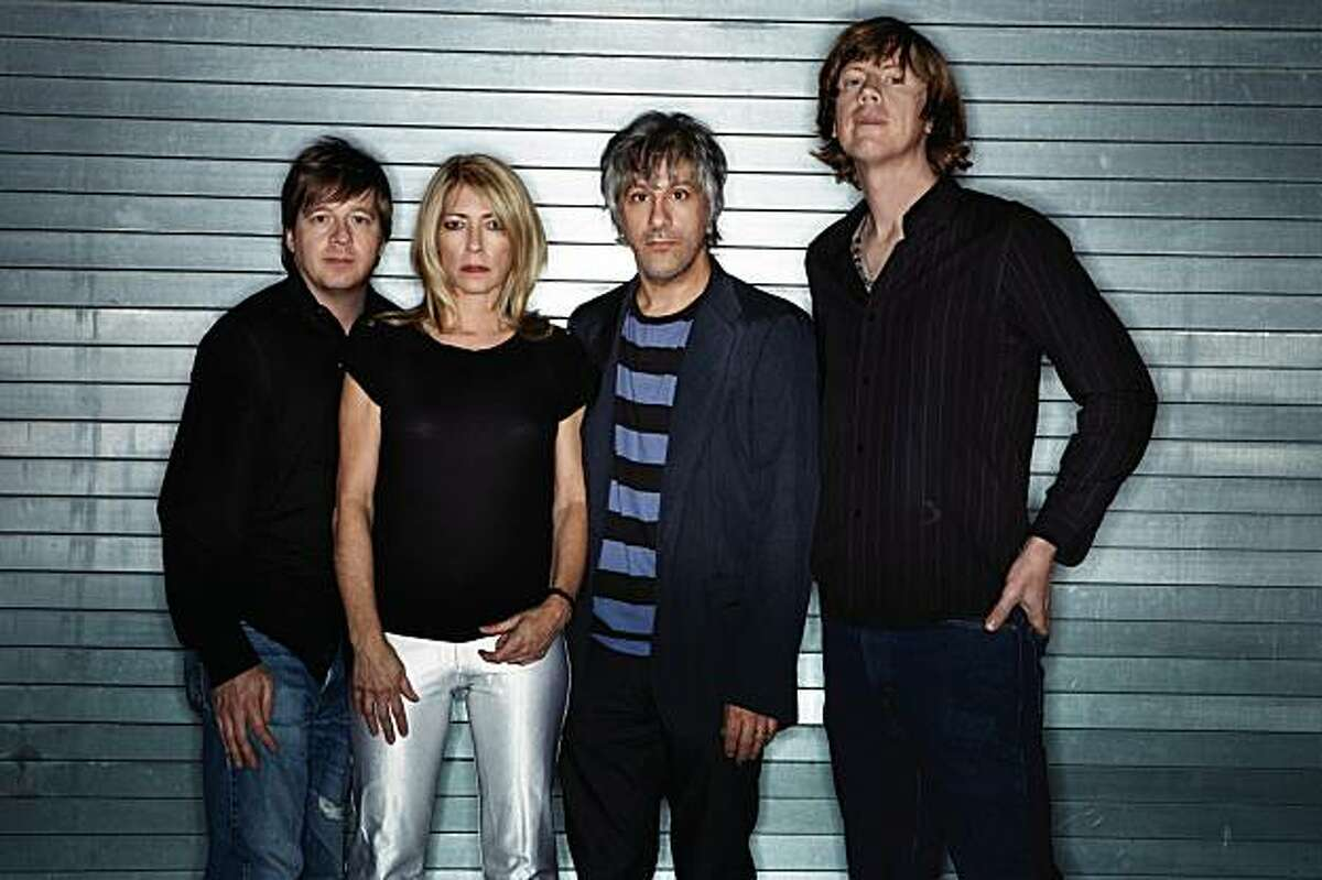 Sonic Youth celebrate 30 years of making noise with a show at Oakland's Fox Theater.