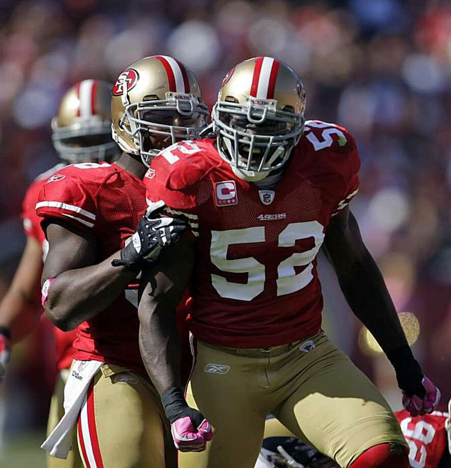 Patrick Willis celebrates after stopping the Rams' Steven Jackson for no gain on the run in the third quarter. Paras Haralson is behind him. The San Francisco 49ers played the St. Louis Rams at Candlestick Park in San Francisco on Sunday. Photo: Carlos Avila Gonzalez, The Chronicle