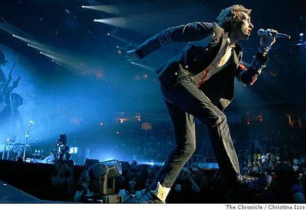 "Chris Martin of Coldplay performs at the HP Pavillion to promote it's new album, ""Viva La Vida"" on Friday, July 18, 2008, San Jose, Calif. Photo by Christina Izzo / The Chronicle Photo: Christina Izzo, The Chronicle"