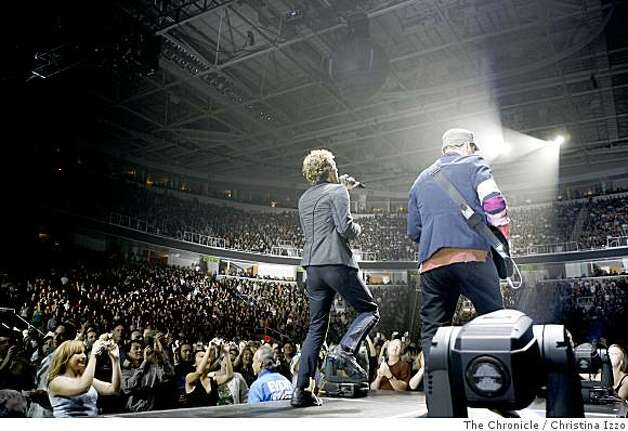 "Coldplay performed at the HP Pavillion to promote it's new album, ""Viva La Vida"" on Friday, July 18, 2008, San Jose, Calif. Photo by Christina Izzo / The Chronicle Photo: Christina Izzo, The Chronicle"