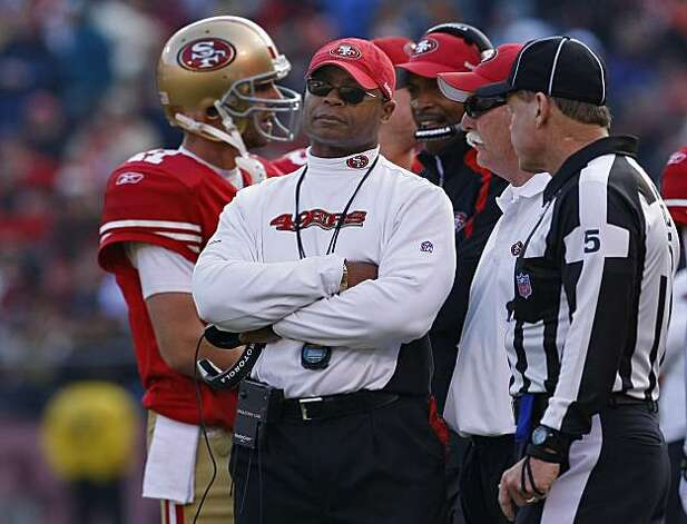 San Francisco 49ers head coach Mike Singletary on the sidelines, Sunday Dec. 27, 2009, in San Francisco, Calif. Photo: Lacy Atkins, The Chronicle