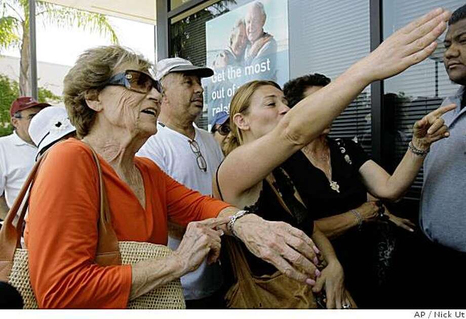 Lillian Krasn, left, and Hanita Horowitz complain about waiting in line outside IndyMac Bank, Tuesday July 15, 2008, in Encino, Calif. Some 200 anxious, embittered and sometimes angry customers swarmed an IndyMac bank branch, Tuesday, creating a Depression Era-like scene in the city's San Fernando Valley, as they demanded their money back.   (AP Photo/Nick Ut) Photo: Nick Ut, AP