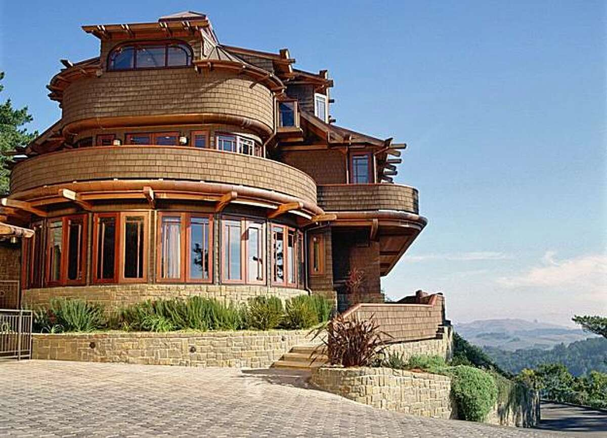 1 Via Vandyke, located on the Blithedale Ridge knoll in Mill Valley, was influenced by Frank Lloyd Wright, the Arts and Crafts movement and Asian styles. The 6,925 square foot house with separate 620 square foot guest cottage is listed at $6,900,000. JOC-MCDONALD-07
