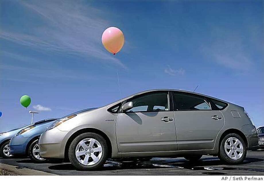 Advance For Sunday March 16 Toyota Prius Hybrid Cars Line An Auto