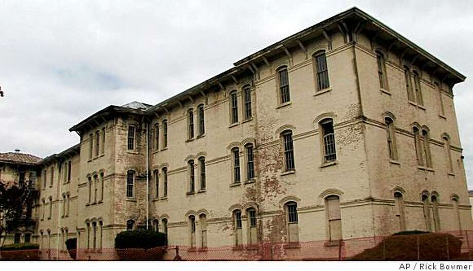 """Oregon State Hospital is seen in a June 12, 2008 photo, in Salem, Ore. Oregon State Hospital, the mental institution where the 1975 movie """"One Flew Over the Cuckoo's Nest"""" was filmed, is making way for a new complex. Most of the dilapidated, 125-year-old main building will be torn down and replaced starting this fall.  (AP Photo/Rick Bowmer) Photo: Rick Bowmer, AP"""