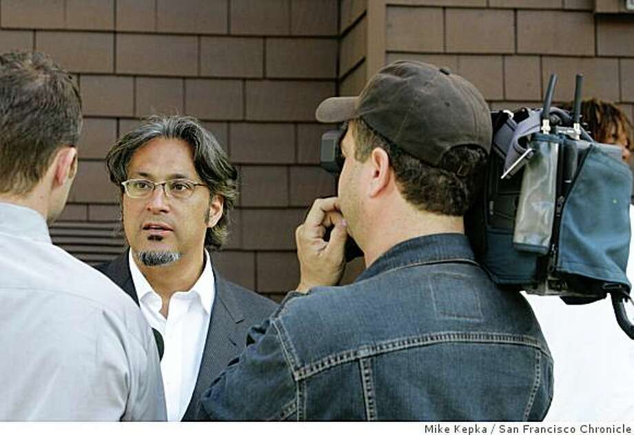 "murder079_mk.JPG San Francisco Supervisor Ross Mirkarimi talks to the media about yet another murder in his district as San Francisco Police Officers investigate a shooting that killed Antoine ""Slim"" Green on McAllister Street near Webster Street in San Francisco, CA on Friday June 2, 2006. Mike Kepka / The Chronicle Photo: Mike Kepka, San Francisco Chronicle"