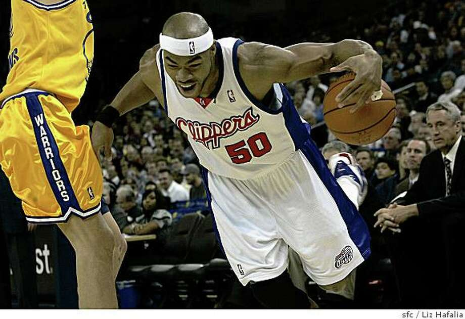 WARRIORS Vs. L.A. Clippers. Clipper's Corey Maggette slips during the first period. Photo: Liz Hafalia, Sfc