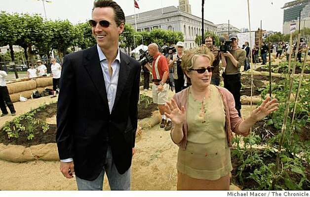 Mayor Gavin Newsom and Slow Food Nation founder Alice Waters, tour the urban garden at the San Francisco Civic Center which became the largest edible garden in since 1943, on Saturday July 12, 2008. The display will provide visitors the opportunity to learn about urban food production.Photo By Michael Macor/ The Chronicle Photo: Michael Macor, The Chronicle