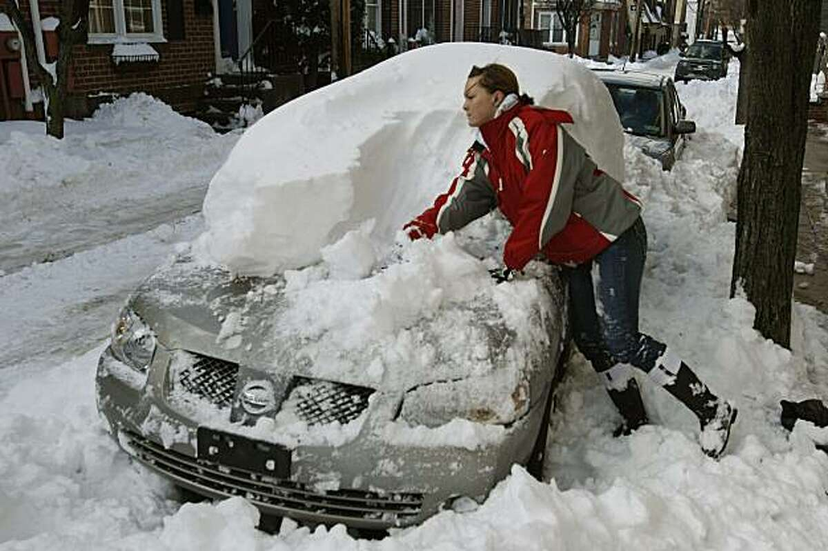 Merissa Robitaille digs out her car on Poplar Street near 3rd Street, Monday, December 21, 2009, in Philadelphia, Pennsylvania. Robitaille, who recently moved to Philadelphia from Los Angeles, had to use her hands to clear off the snow because her roommate left with their shovel. (Michael S. Wirtz/Philadelphia Inquirer/MCT)