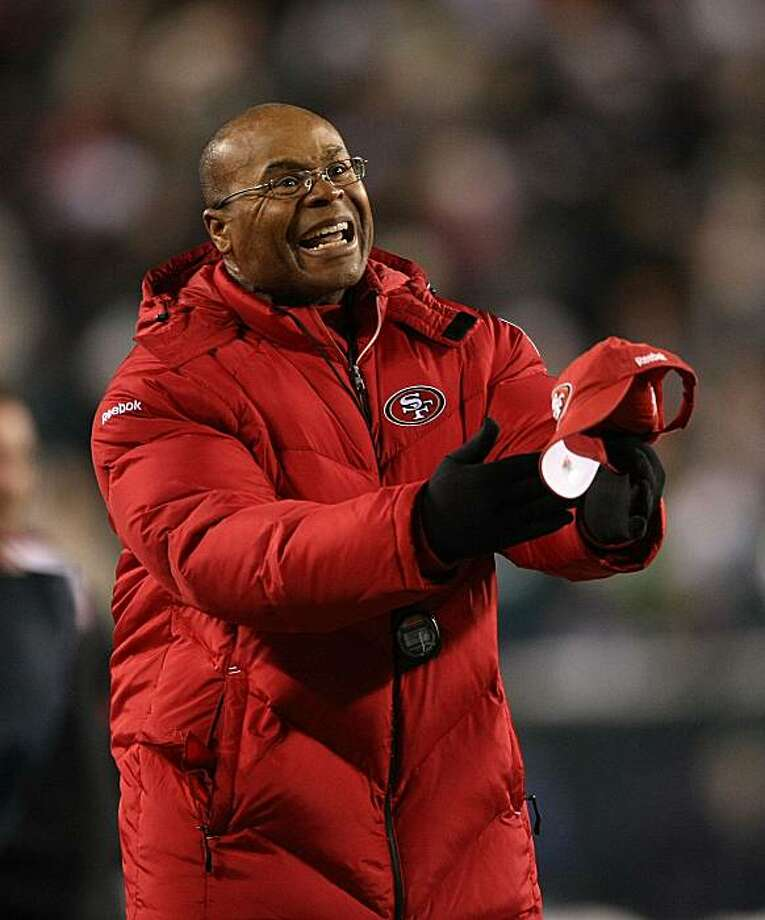 PHILADELPHIA - DECEMBER 20:  Head coach of the San Francisco 49ers, Mike Singletary reacts after a Philadelphia Eagles touchdown at Lincoln Financial Field on December 20, 2009 in Philadelphia, Pennsylvania.  (Photo by Nick Laham/Getty Images) Photo: Nick Laham, Getty Images