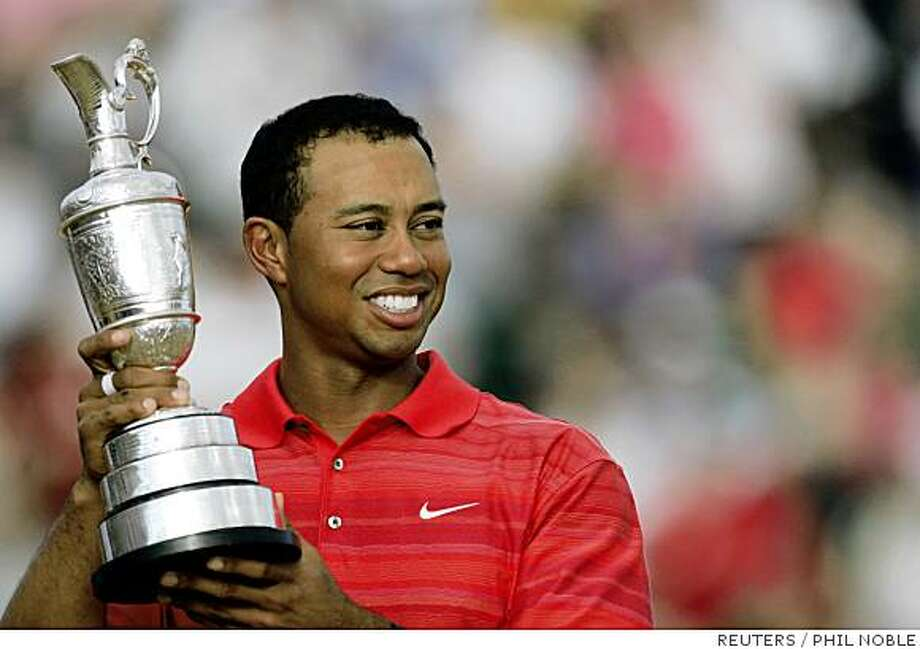 Tiger Woods of the U.S. celebrates with the claret jug trophy after winning the British Open Championship at the Royal Liverpool Golf Club in Hoylake July 23, Photo: PHIL NOBLE, REUTERS