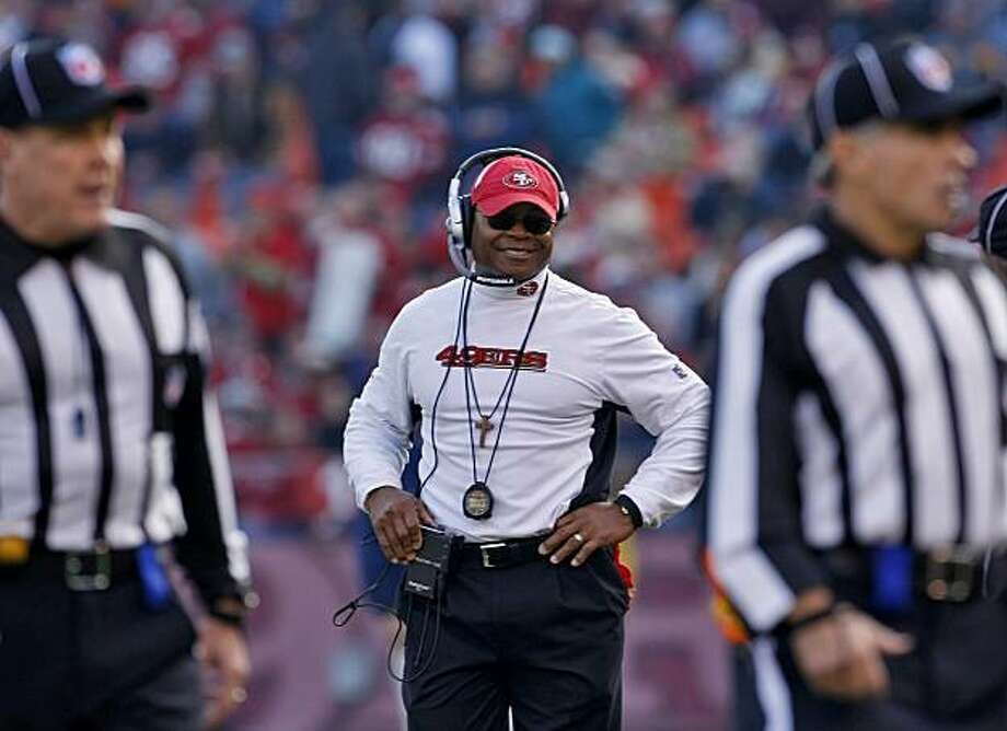 San Francisco 49ers head couch Mike Singletary smiles as his team defeats the Detroit Lions,  Sunday Dec. 27, 2009, in San Francisco, CAlif. Photo: Lacy Atkins, The Chronicle