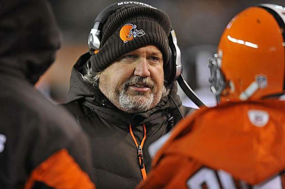 Cleveland Browns defensive coordinator Rob Ryan talks to his players on the sidelines during the third quarter of an NFL football game against the Pittsburgh Steelers Thursday, Dec. 10, 2009, in Cleveland. The Browns defense sacked Steelers quarterback Ben Roethlisberger eight times and allowed only two field goals in a 13-6 win. (AP Photo/David Richard) Photo: David Richard, AP