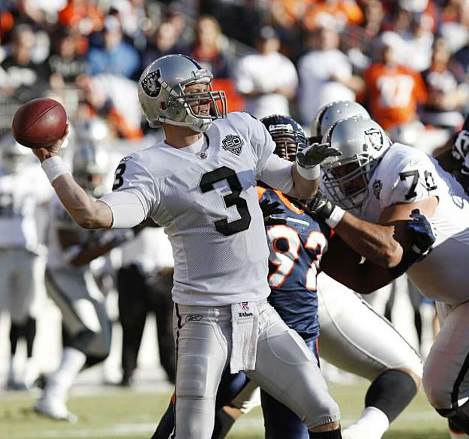 Oakland Raiders quarterback Charlie Frye sets up to pass against the Denver Broncos during the first quarter of an NFL  football game in Denver on Sunday, Dec. 20, 2009. (AP Photo/Ed Andrieski) Photo: Ed Andrieski, AP
