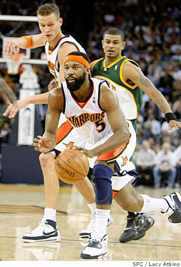 Golden State Warriors Baron Davis makes his way to the basket through the Seattle Sonics,  Wednesday April 16, 2008, in Oakland, Calif.Lacy Atkins / San Francisco Chronicle Photo: Lacy Atkins, SFC
