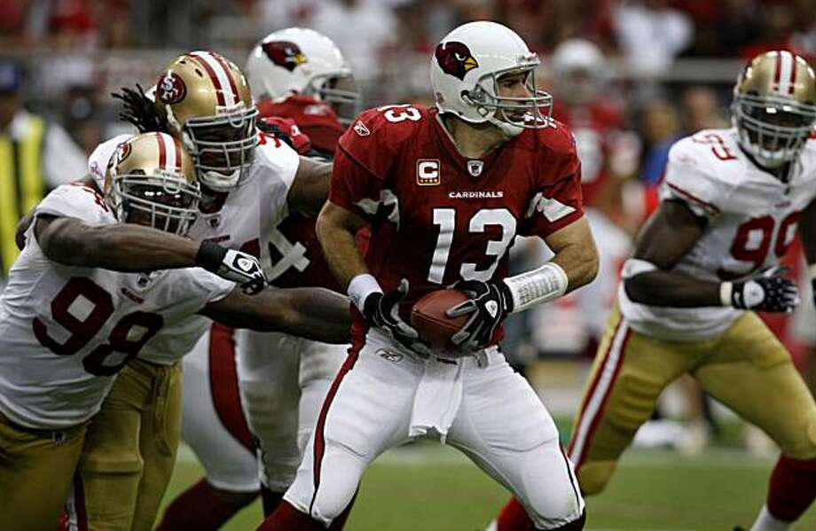 The 49ers defense forces quarterback Kurt Warner to scramble in the second quarter of the San Francisco 49ers vs. Arizona Cardinals NFL game in Glendale, Ariz., on Sunday, Sept. 13, 2009. Photo: Paul Chinn, The Chronicle