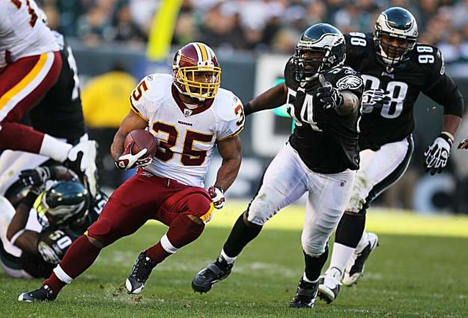 PHILADELPHIA - NOVEMBER 29:  Quinton Ganther #35 of the Washington Redskins runs with the ball as Jeremiah Trotter #54 of the Philadelphia Eagles chases during their game at Lincoln Financial Field on November 29, 2009 in Philadelphia, Pennsylvania.  (Photo by Al Bello/Getty Images) Photo: Al Bello, Getty Images