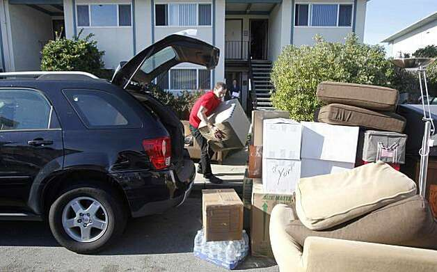 Residents evacuate from an apartment building in Pacifica, Calif., Thursday, Dec. 17, 2009. A crumbling cliff is forcing residents of an apartment building atop a Northern California coastal bluff to flee over fears their homes could slide into the Pacific. Building officials in Pacifica ordered residents to leave by midmorning Thursday as large chunks of cliff plunged into the ocean, leaving just 10 feet between the 12-unit building and the cliff's edge. (AP Photo/Jeff Chiu) Photo: Jeff Chiu, AP