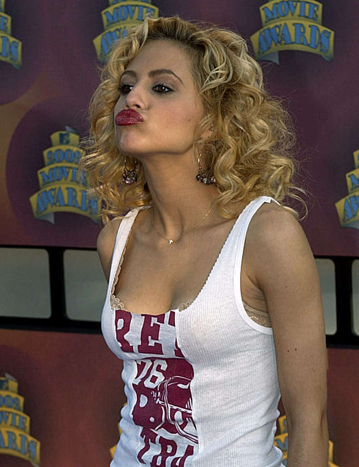 FILE - In this June 1, 2002 file photo, actress Brittany Murphy poses for photographers as she arrives at the MTV Movie Awards in Los Angeles. A Los Angeles hospital spokeswoman says actress Brittany Murphy has died. She was 32. (AP Photo/Mark J. Terrill, File)