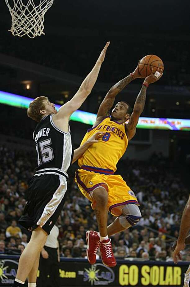 Monta Ellis (right) goes up to make a basket while Matt Bonner (left) tries to block him in the first half of Wednesday nights game against the San Antonio spurs in Oakland, Calif. on Wednesday December 16, 2009. Photo: Lea Suzuki, The Chronicle