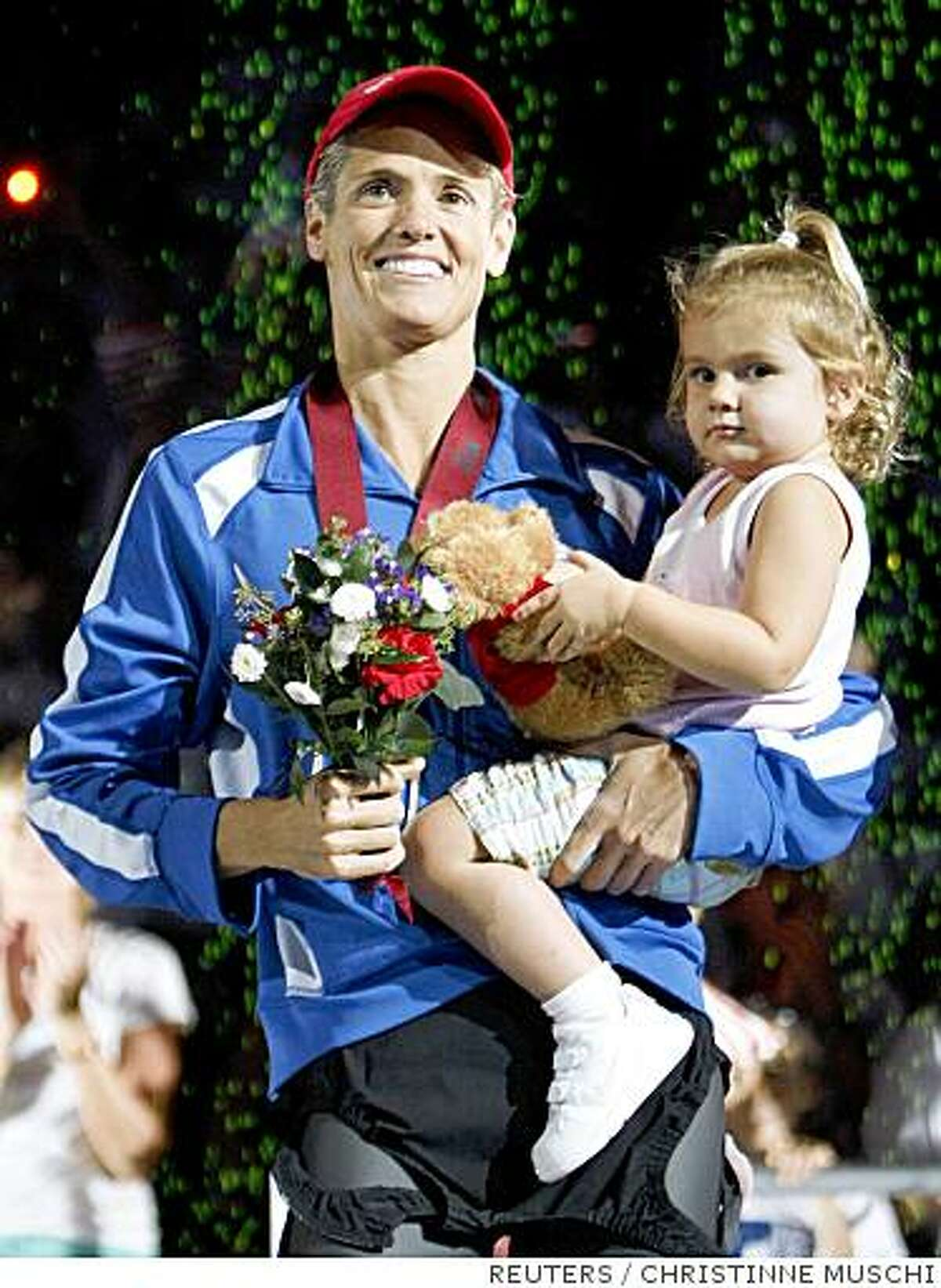 Dara Torres holds her daughter Tessa after winning the Women's 100m freestyle and qualifying for her fifth Olympic games at the U.S. Olympic Swimming Trials in Omaha, Nebraska, July 4, 2008. REUTERS/Christinne Muschi (UNITED STATES) (BEIJING OLYMPICS 2008 PREVIEW)