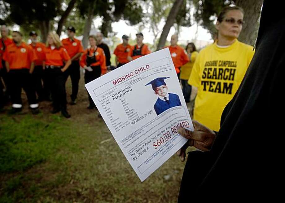 A volunteer holds a bulletin with information about Hasanni Campbell at a briefing before a large-scale search effort is launched for the missing five-year-old at Lake Elizabeth in Fremont, Calif., on Saturday, Sept. 5, 2009. Photo: Paul Chinn, The Chronicle