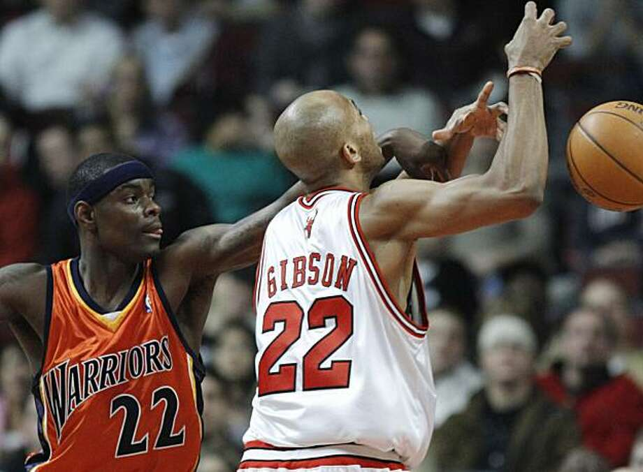 Golden State Warriors' Anthony Morrow, left, blocks a shot by Chicago Bulls' Taj Gibson during the second quarter of an NBA basketball game in Chicago, Friday, Dec. 11, 2009. (AP Photo/Nam Y. Huh) Photo: Nam Y. Huh, AP