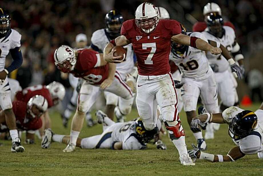 Stanford's Toby Gerhart (7) takes the ball to the 5 yard line to set up a score in the 4th quarter in Big Game action as the Stanford Cardinal comes up short to the California Golden Bears 34-28 in Palo Alto, Calif.  on Saturday November 21, 2009. Photo: Michael Macor, The Chronicle