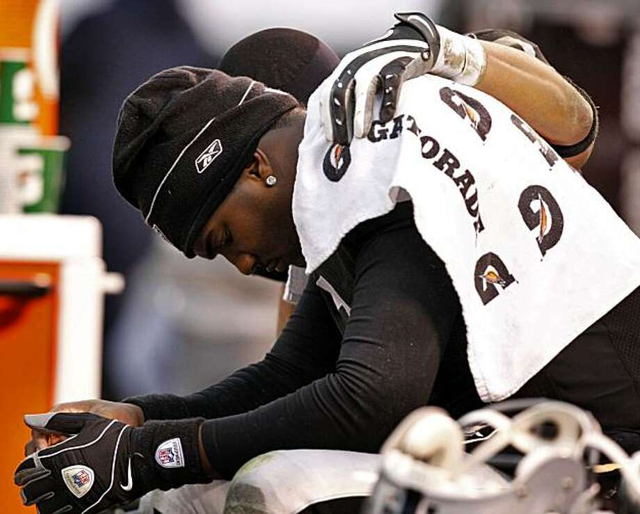 Raiders quarterback JaMarcus Russell is comforted by Louis Murphy as the crowd yells as Russell in the second half Sunday in Oakland. Photo: Lacy Atkins, The Chronicle