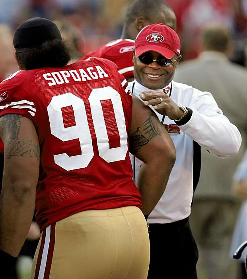 49ers head coach Mike Singletary hugs Isaac Sopoaga as the game comes to a close at Candlestick Park on Sunday. Photo: Carlos Avila Gonzalez, The Chronicle