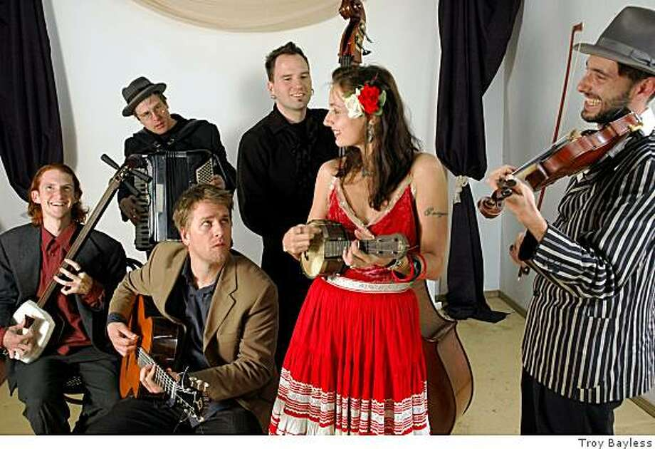 The Fishtank Ensemble. From left to right: Mike Penny, Aaron Seeman, Douglas Smolens, Djordje Stijepovic,Ursula Knudson and Fabrice Martinez. Photo: Troy Bayless
