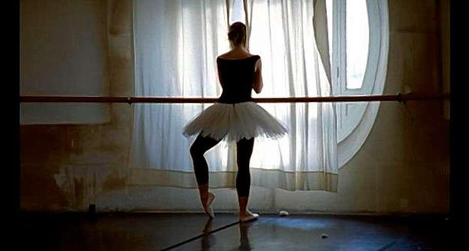La danse - Le ballet de l'Opéra de Paris is a documentary by Frederick Wiseman about the Paris Opera Ballet. Photo: Zipporah Films