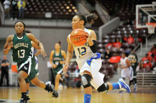 Ozen guard Asia Booker drives against Huntsville defender Ceidra Coleman during the second half of their Class 4A regional final playoff matchup at the Aldine Campbell Center  in Aldine.   Saturday, February 26, 2011.  Valentino Mauricio/The Enterprise Photo: Valentino Mauricio / Beaumont