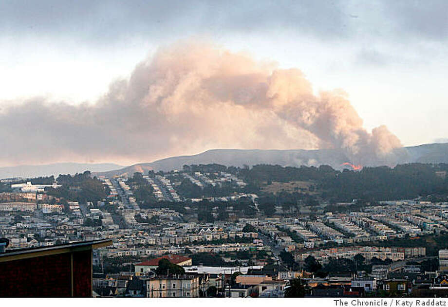 Fire on the south side of San Bruno Mountain, in San Francisco, Calif.  on Sunday,  June 22, 2008.Photo by Katy Raddatz / The Chronicle Photo: Katy Raddatz, The Chronicle