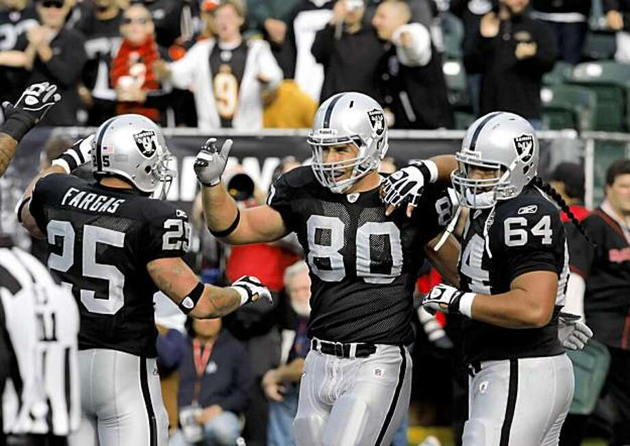 Zach Miller celebrates his second quarter touchdown with teammates Sunday. Photo: Carlos Avila Gonzalez, The Chronicle