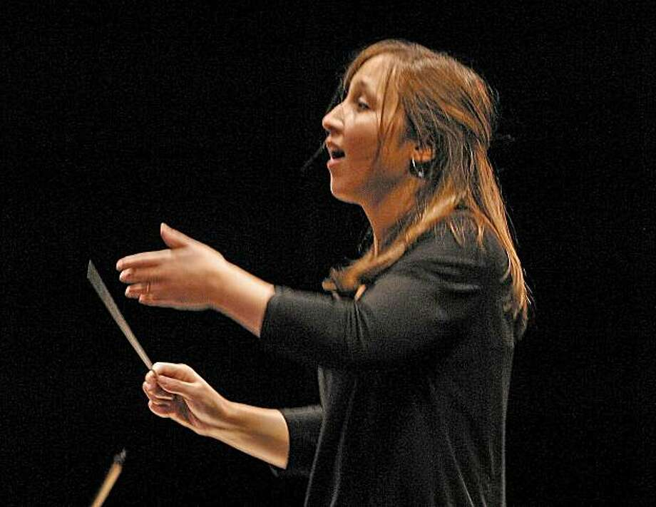 Conductor Joana Carneiro Photo: David Weiss
