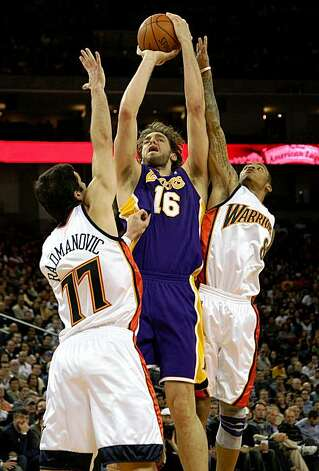 OAKLAND, CA - NOVEMBER 28:  Pau Gasol #16 of the Los Angeles Lakers shoots against Vladimir Radmanovic #77 and Monta Ellis #8 of the Golden State Warriors during an NBA game at Oracle Arena on November 28, 2009 in Oakland, California.  NOTE TO USER: User expressly acknowledges and agrees that, by downloading and/or using this Photograph, user is consenting to the terms and conditions of the Getty Images License Agreement.  (Photo by Jed Jacobsohn/Getty Images) Photo: Jed Jacobsohn, Getty Images