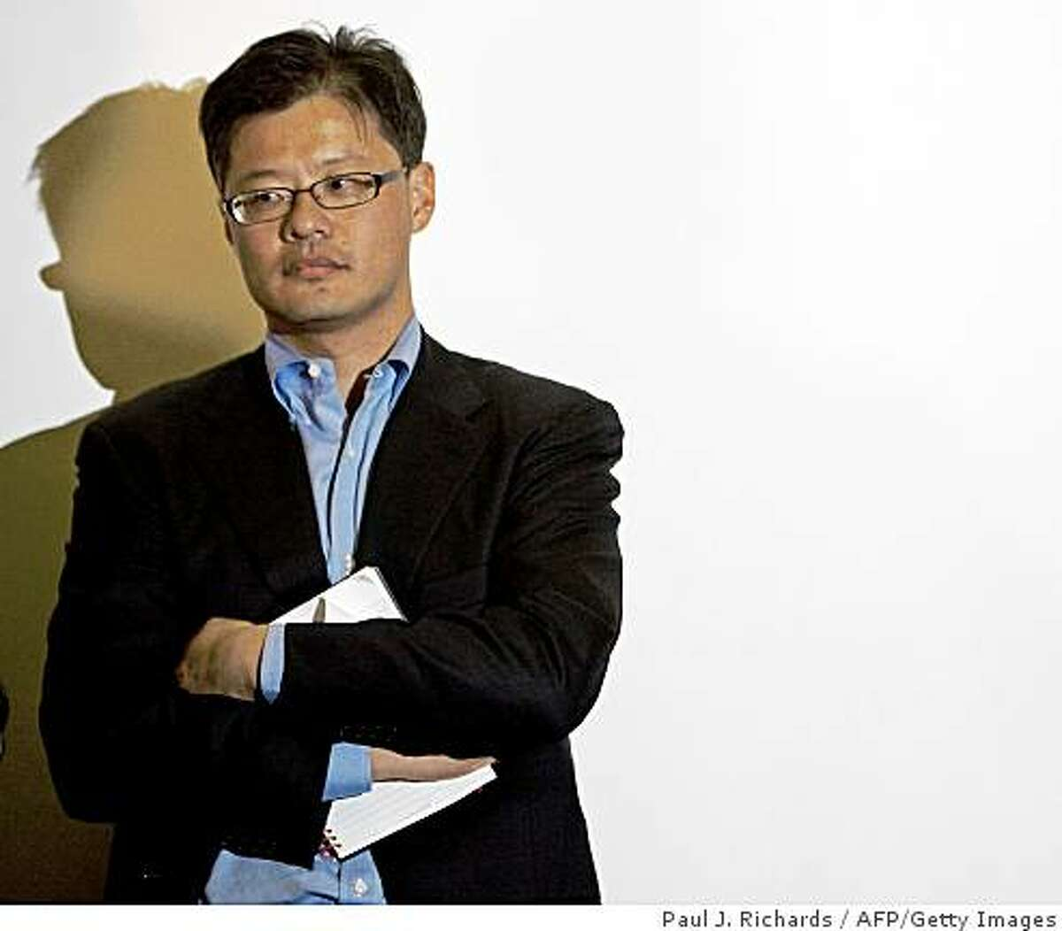 (FILES)Jerry Yang, Co-Founder & CEO of Yahoo! Inc., stands next to a white screen as he waits to answer questions from students and the media at the lecturn on April 3, 2008 at Georgetown University's Healy Hall in Washington, DC. Yang said on May 29, 2008 that Microsoft is