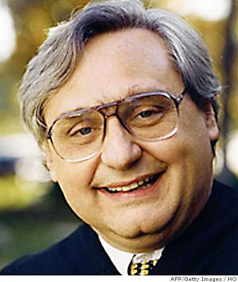 This undated handout image recieved June 12, 2008 shows Chief Judge Alex Kozinski United States Circuit Judge for the Ninth Circuit.  A long-awaited obscenity trial opened June 11 and was promptly put on hold, after revelations that the top federal judge hearing the case had posted sexually explicit material on the Internet. Judge Alex Kozinski agreed to the prosecution's request for a 48-hour delay so the Justice Department could look into possible issues of prejudice in the case, in view of the judge's actions. EDITORS NOTE. BEST QUALITY  AFP PHOTO/HO/  = = RESTRICTED TO EDITORIAL USE = = GETTY OUT = = (Photo credit should read HO/AFP/Getty Images) Photo: HO, AFP/Getty Images