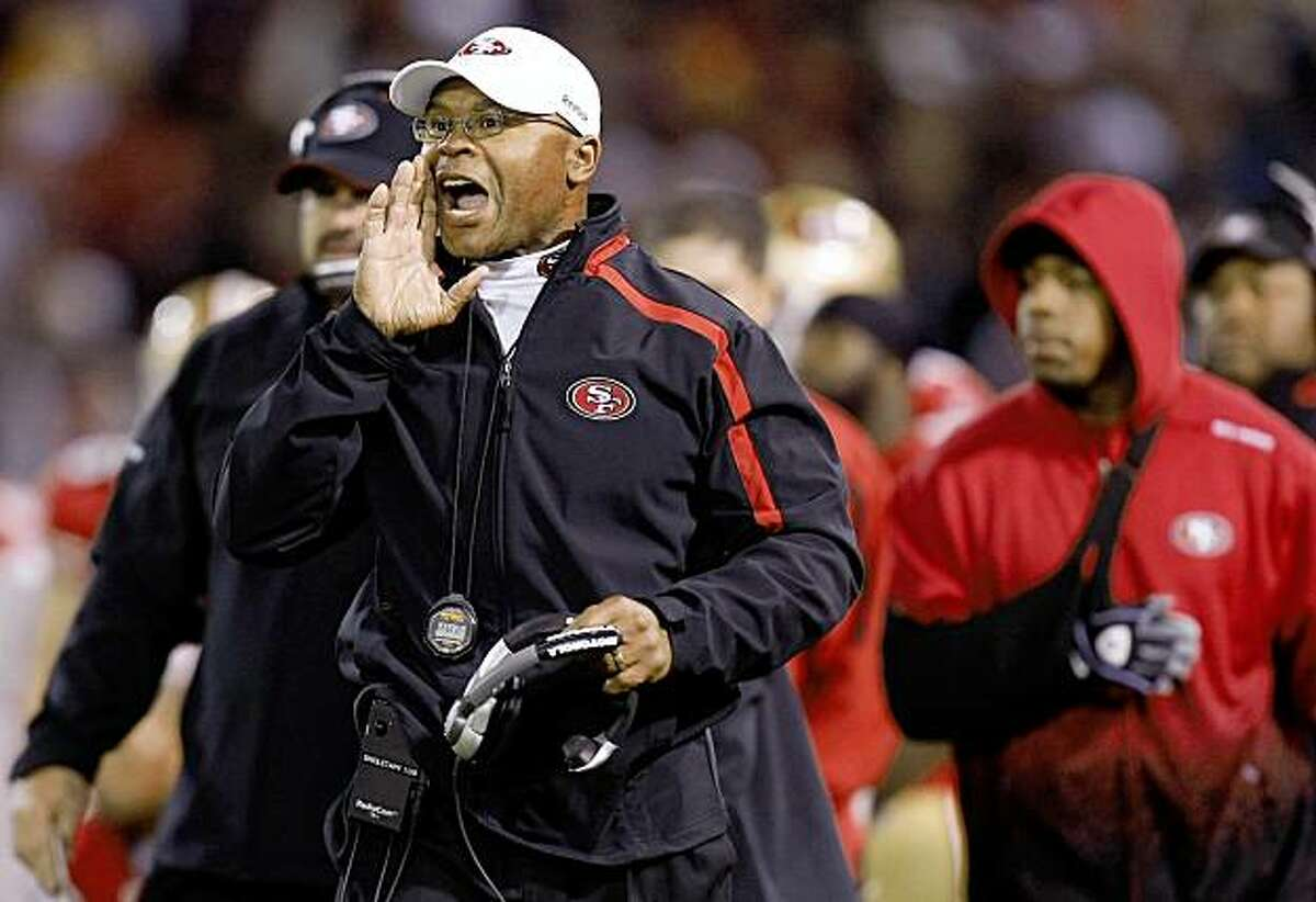 49ers head coach Mike Singletary yells directions to his team in the final seconds of game as the San Francisco 49ers went on to beat the Chicago Bears 10-6 on Thursday November 12, 2009 in San Francisco, Calif.