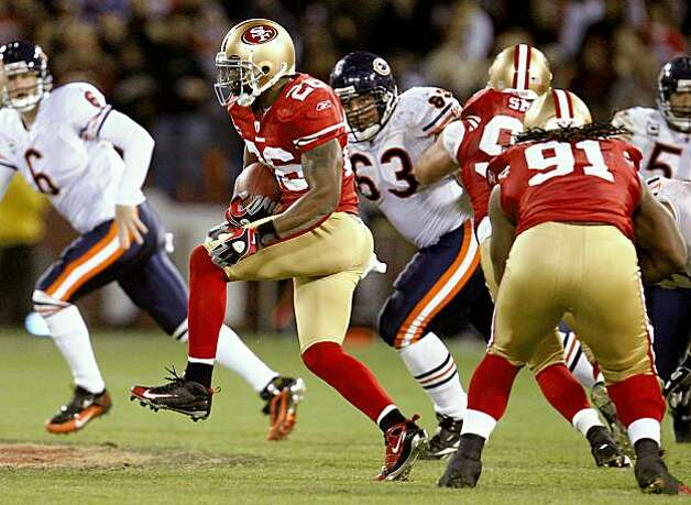San Francisco 49ers safety Mark Roman (26) returns an interception in the 4th quarter as the San Francisco 49ers take on the Chicago Bears on Thursday November 12, 2009 in San Francisco, Calif. Photo: Lance Iversen, The Chronicle
