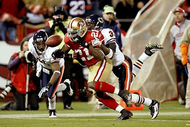San Francisco 49ers running back Frank Gore (21) has the ball knocked loose by Chicago Bears cornerback Charles Tillman (33) in the 4th quarter but was recovered by San Francisco as the San Francisco 49ers take on the Chicago Bears on Thursday November 12, 2009 in San Francisco, Calif. Photo: Lance Iversen, The Chronicle
